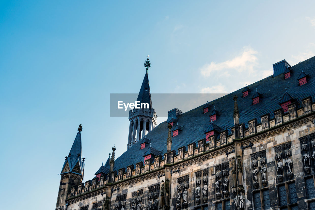 building exterior, built structure, architecture, sky, building, low angle view, religion, spirituality, place of worship, belief, nature, the past, history, travel destinations, day, city, tower, no people, outdoors, spire
