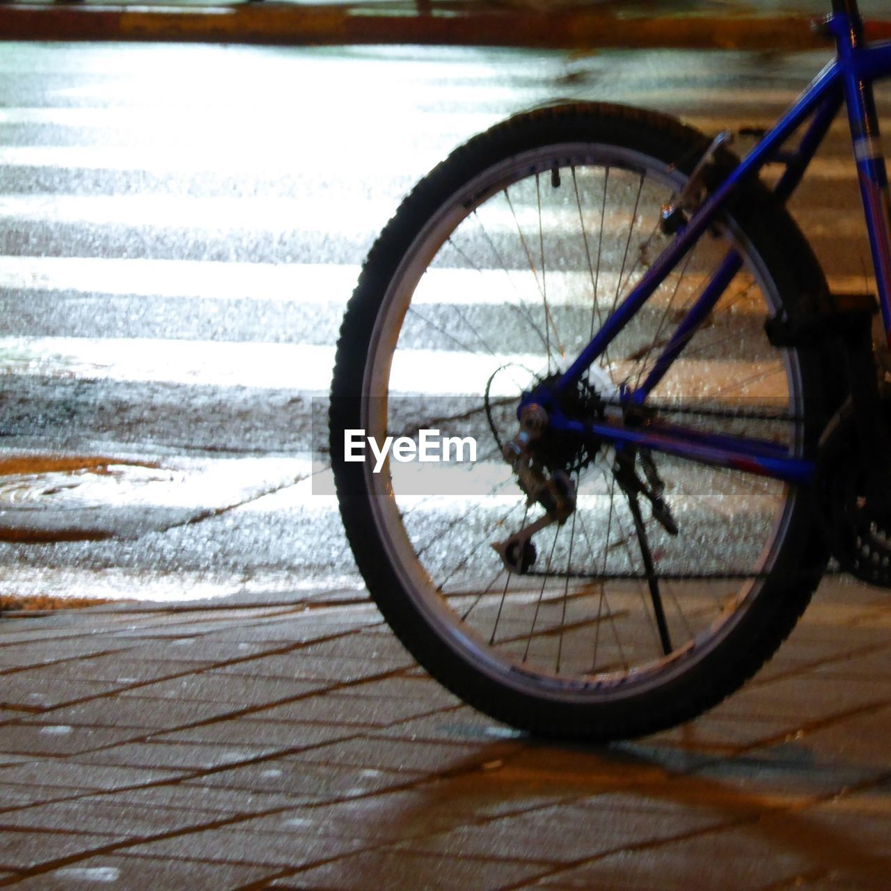 transportation, bicycle, land vehicle, mode of transport, wheel, day, no people, stationary, outdoors, spoke, close-up, tire
