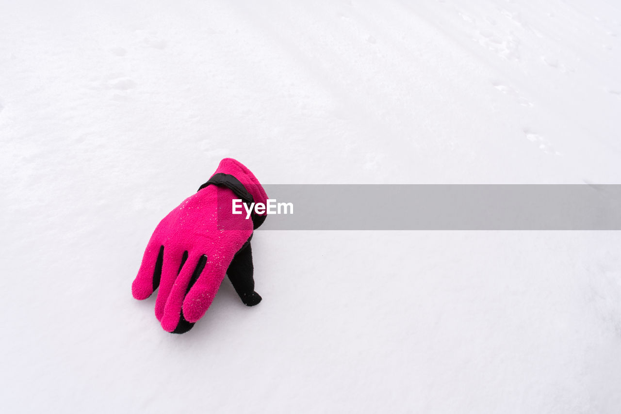 winter, snow, cold temperature, glove, copy space, white color, no people, high angle view, warm clothing, field, day, covering, pink color, nature, clothing, red, close-up, indoors, sports equipment