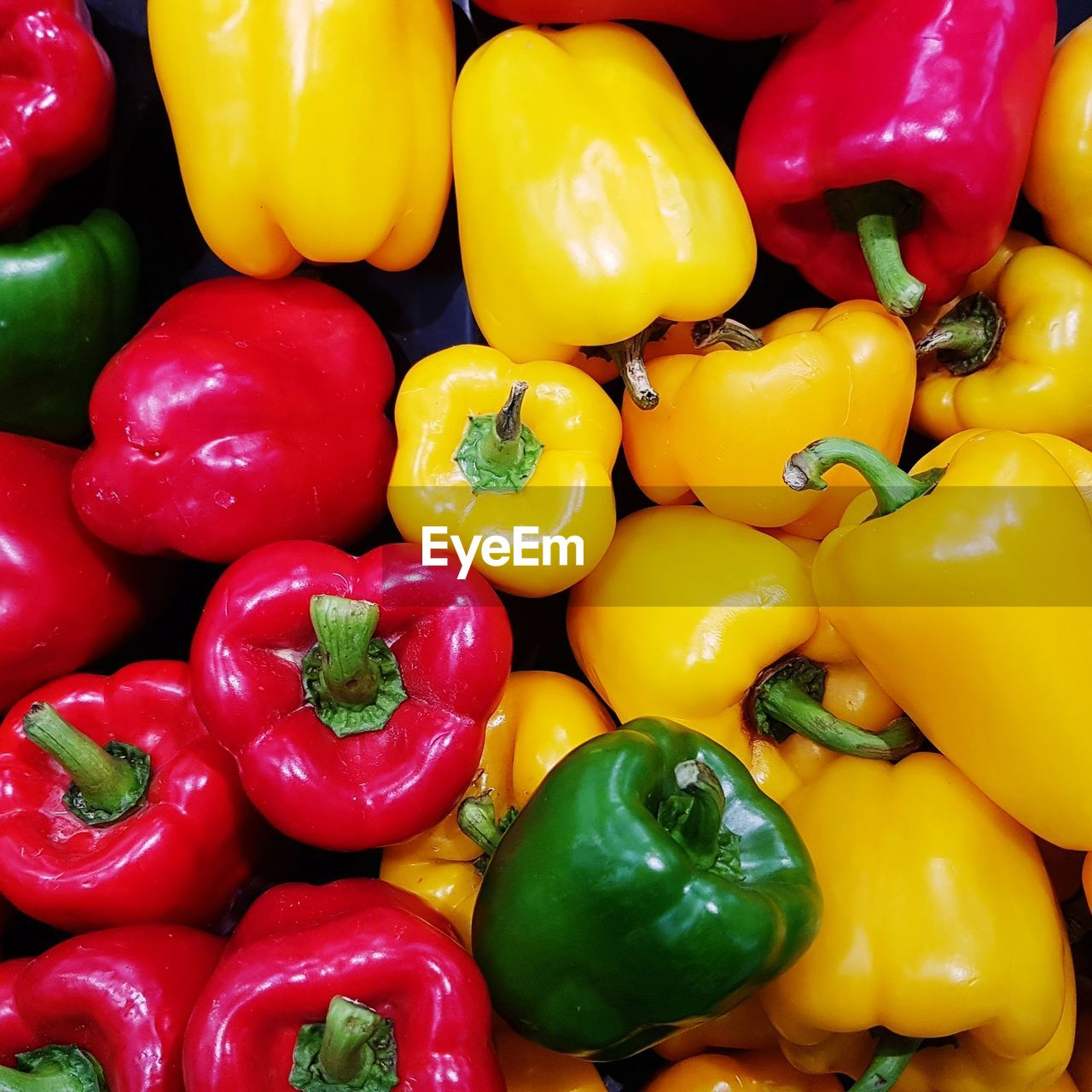 pepper, bell pepper, yellow, full frame, vegetable, backgrounds, red bell pepper, large group of objects, yellow bell pepper, freshness, food and drink, food, still life, red, market, abundance, close-up, no people, for sale, multi colored, paprika