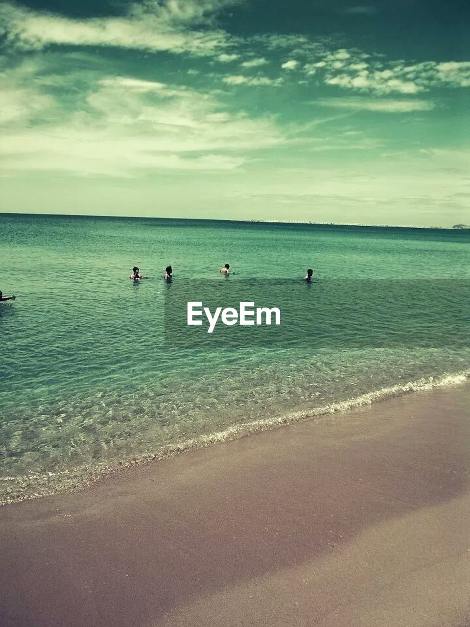 sea, water, beach, horizon over water, scenics, sky, beauty in nature, tranquil scene, sand, nature, tranquility, vacations, day, cloud - sky, leisure activity, outdoors, real people, large group of people, men, people