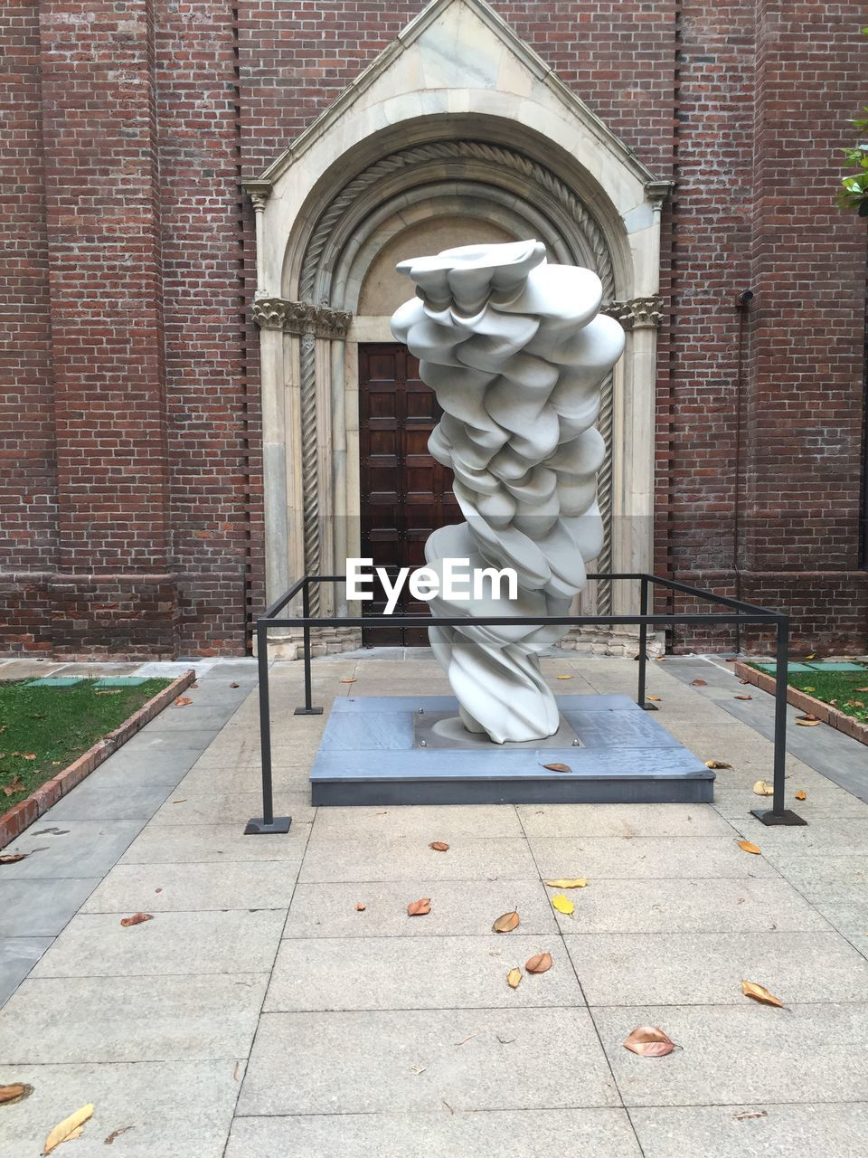 sculpture, statue, art and craft, no people, day, human representation, building exterior, outdoors, architecture, built structure