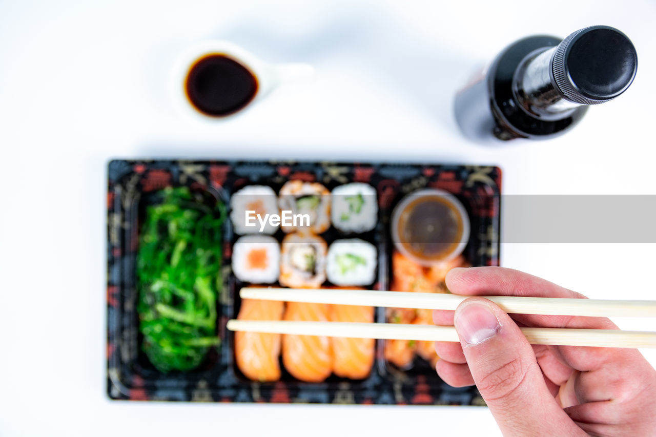 DIRECTLY ABOVE SHOT OF PERSON PHOTOGRAPHING FOOD
