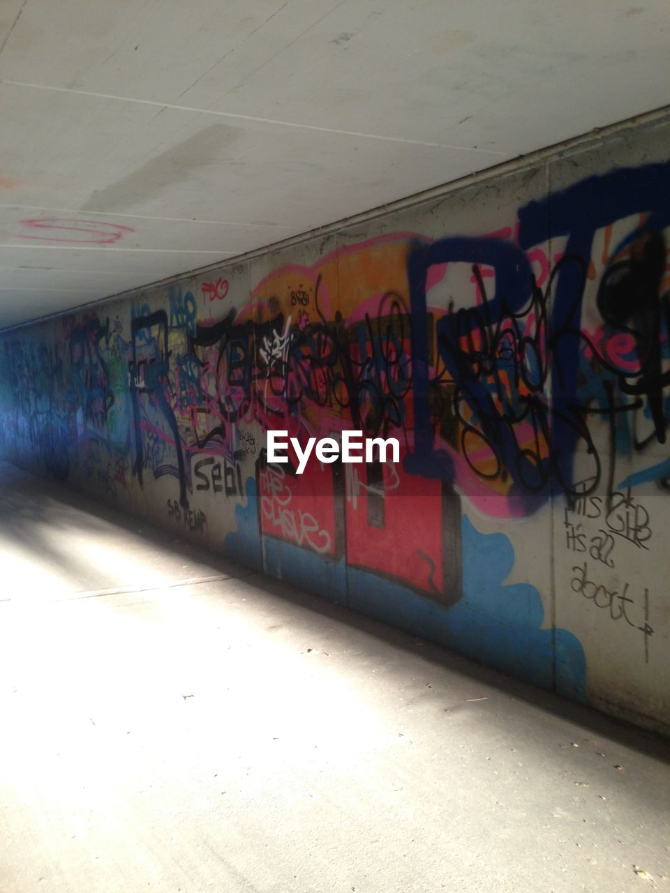 graffiti, built structure, no people, architecture, day, outdoors