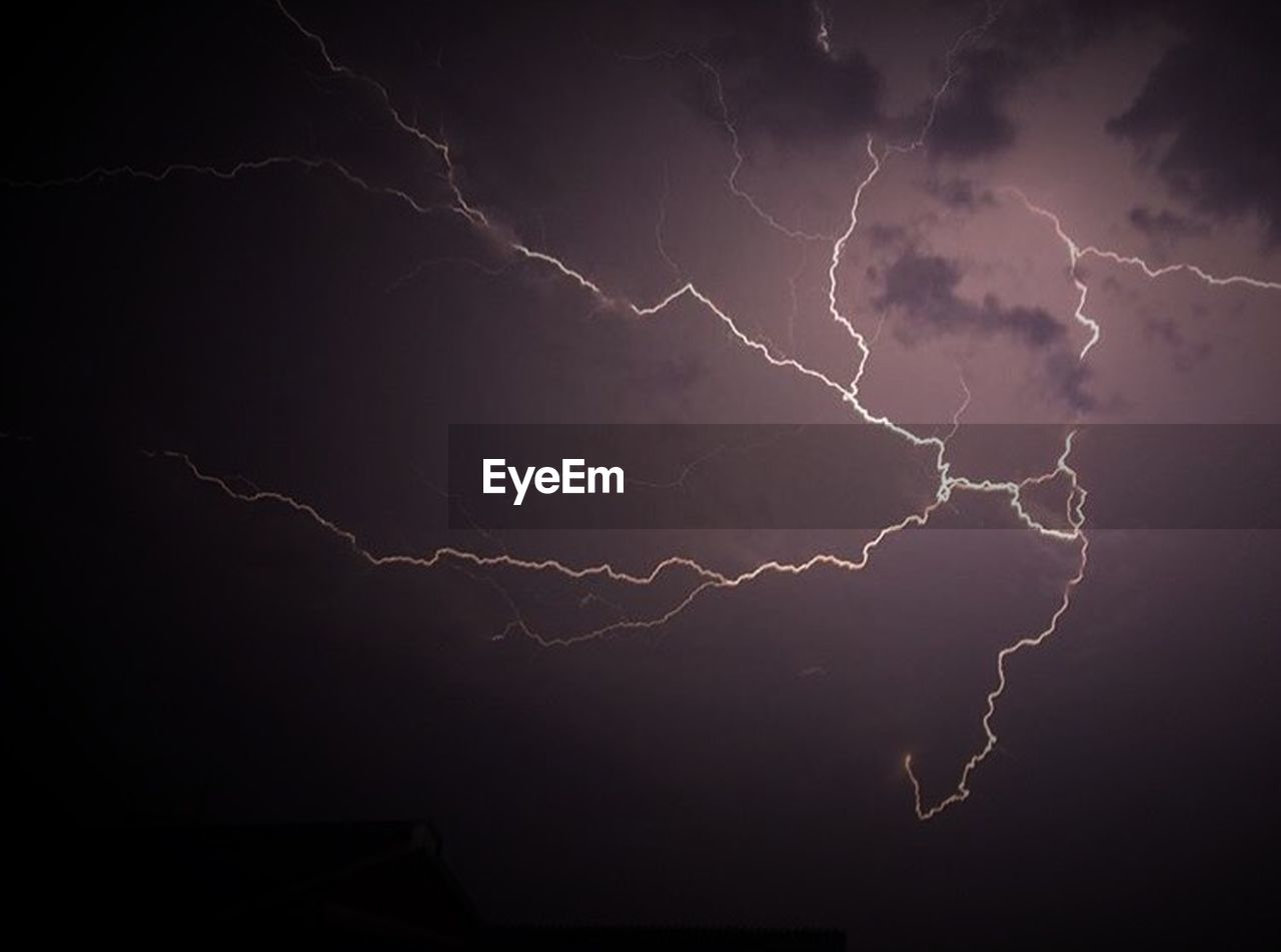 lightning, thunderstorm, storm, power in nature, danger, weather, forked lightning, dramatic sky, nature, storm cloud, beauty in nature, night, electricity, outdoors, scenics, no people, sky, cyclone
