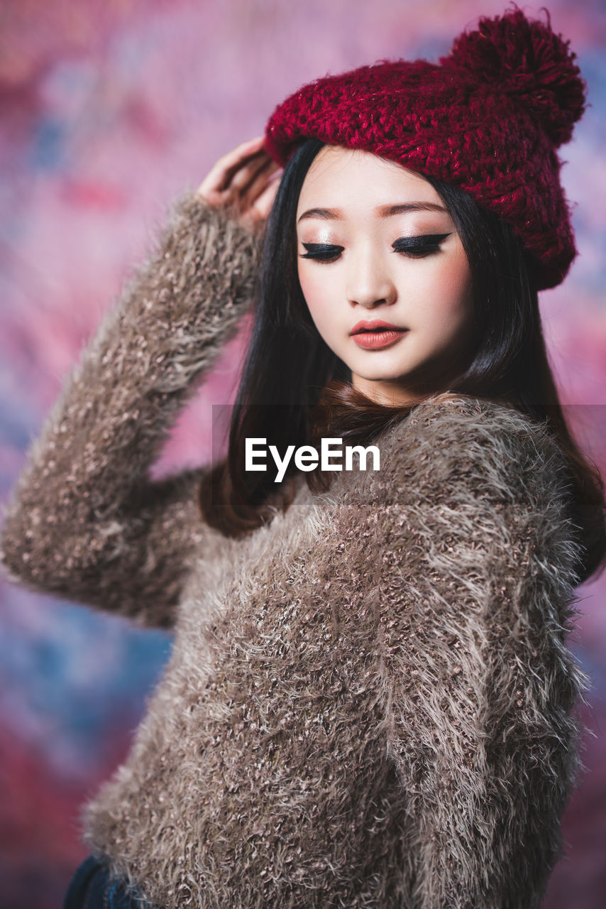 winter, clothing, warm clothing, fur, one person, leisure activity, women, hat, lifestyles, cold temperature, young women, coat, real people, young adult, fur coat, front view, looking away, hair, portrait, beautiful woman, hairstyle, fur hat