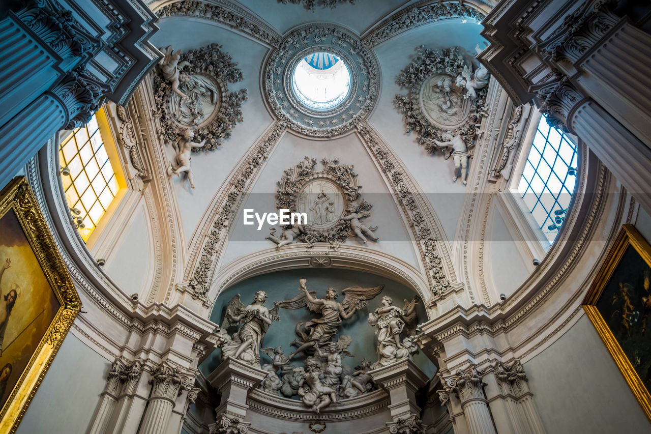 low angle view, art and craft, representation, architecture, spirituality, built structure, human representation, religion, indoors, belief, no people, place of worship, creativity, sculpture, ceiling, building, ornate, architecture and art, mural, cupola