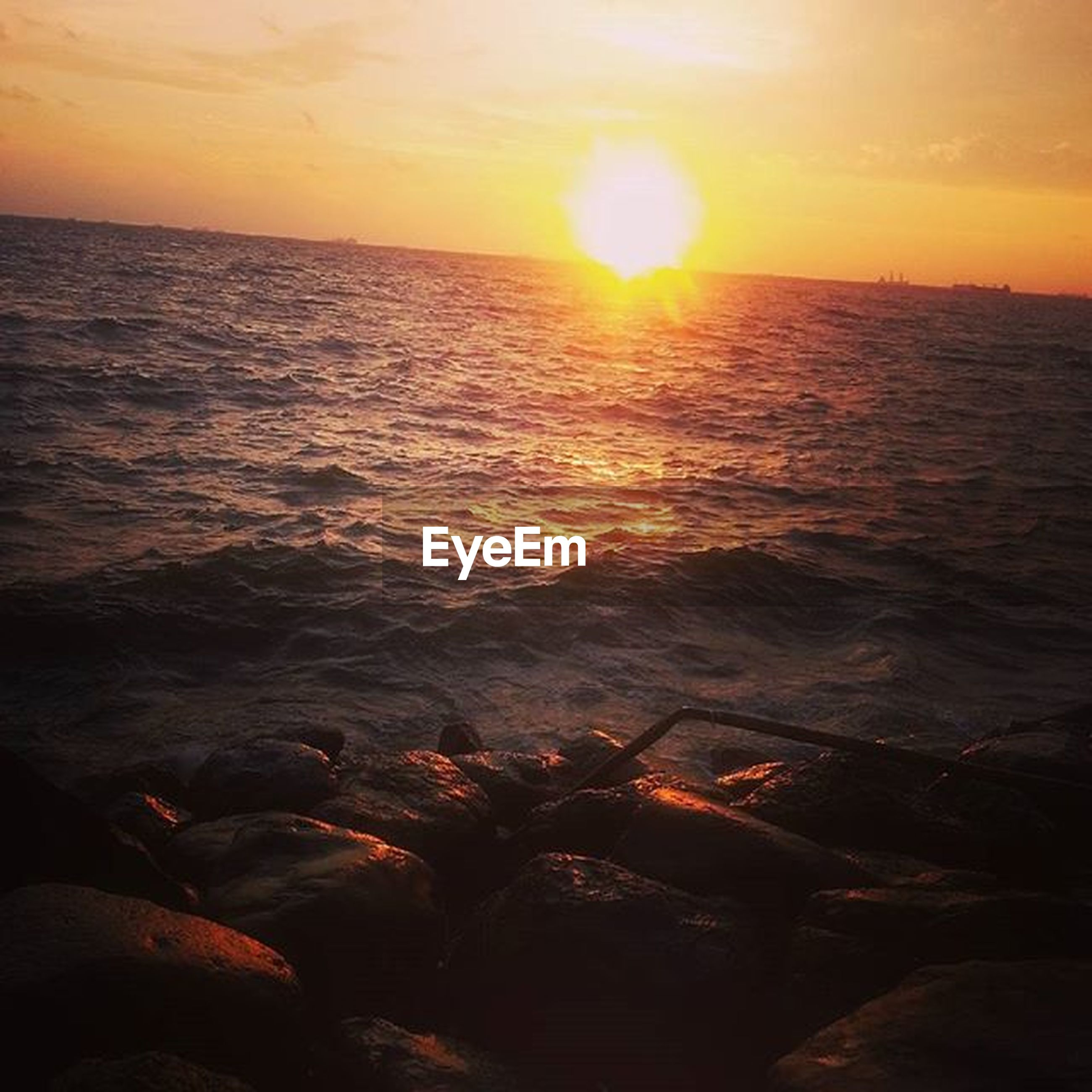 sea, sunset, water, sun, horizon over water, scenics, tranquil scene, beauty in nature, tranquility, sky, idyllic, nature, reflection, orange color, rippled, sunlight, beach, shore, seascape, rock - object