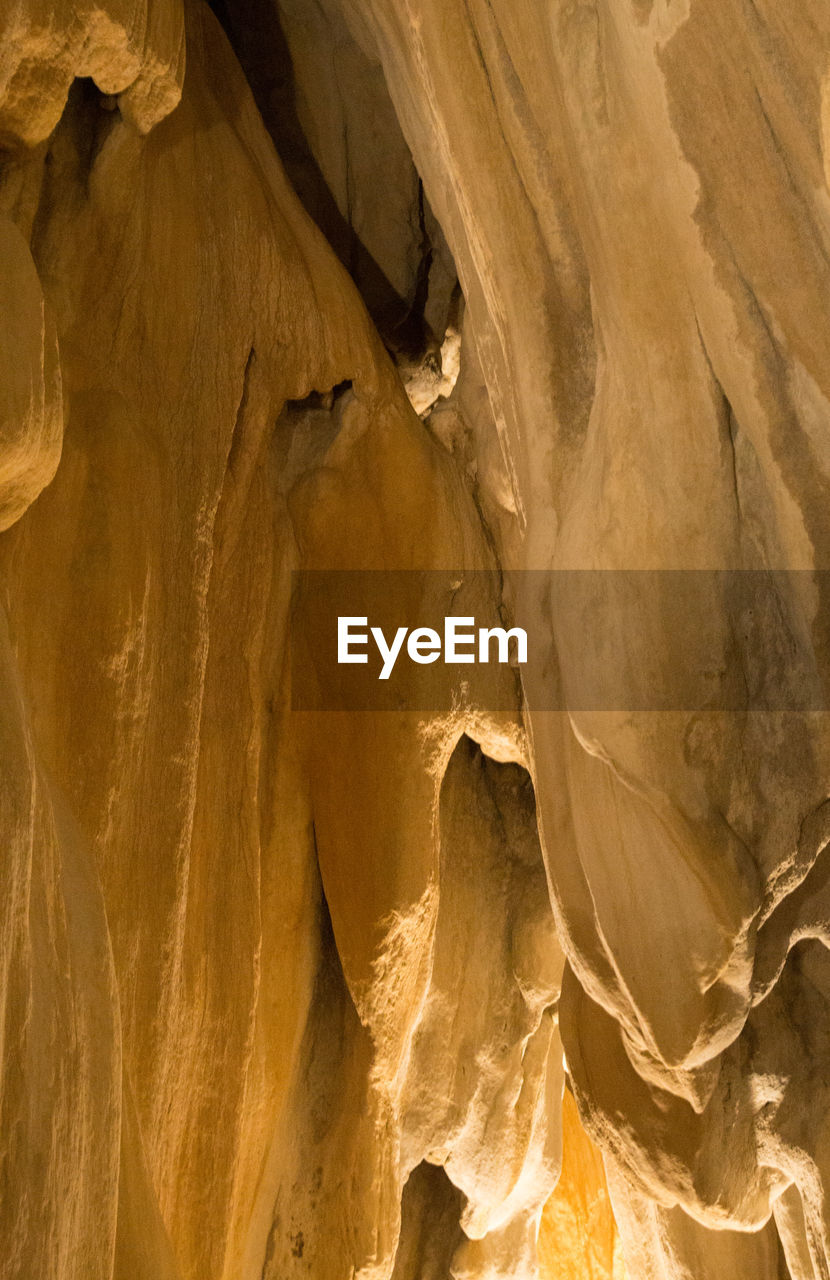 rock - object, rock formation, geology, nature, cave, physical geography, no people, beauty in nature, textured, low angle view, travel destinations, day, close-up, outdoors