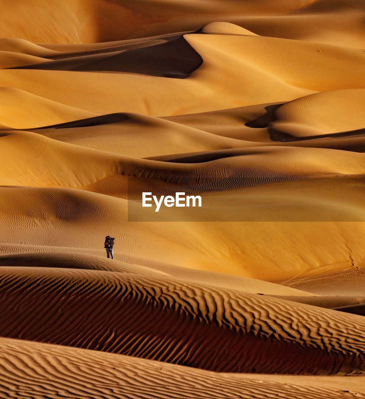 sand dune, desert, climate, arid climate, pattern, scenics - nature, sand, real people, land, one person, textile, unrecognizable person, landscape, lifestyles, nature, beauty in nature, men, furniture, day