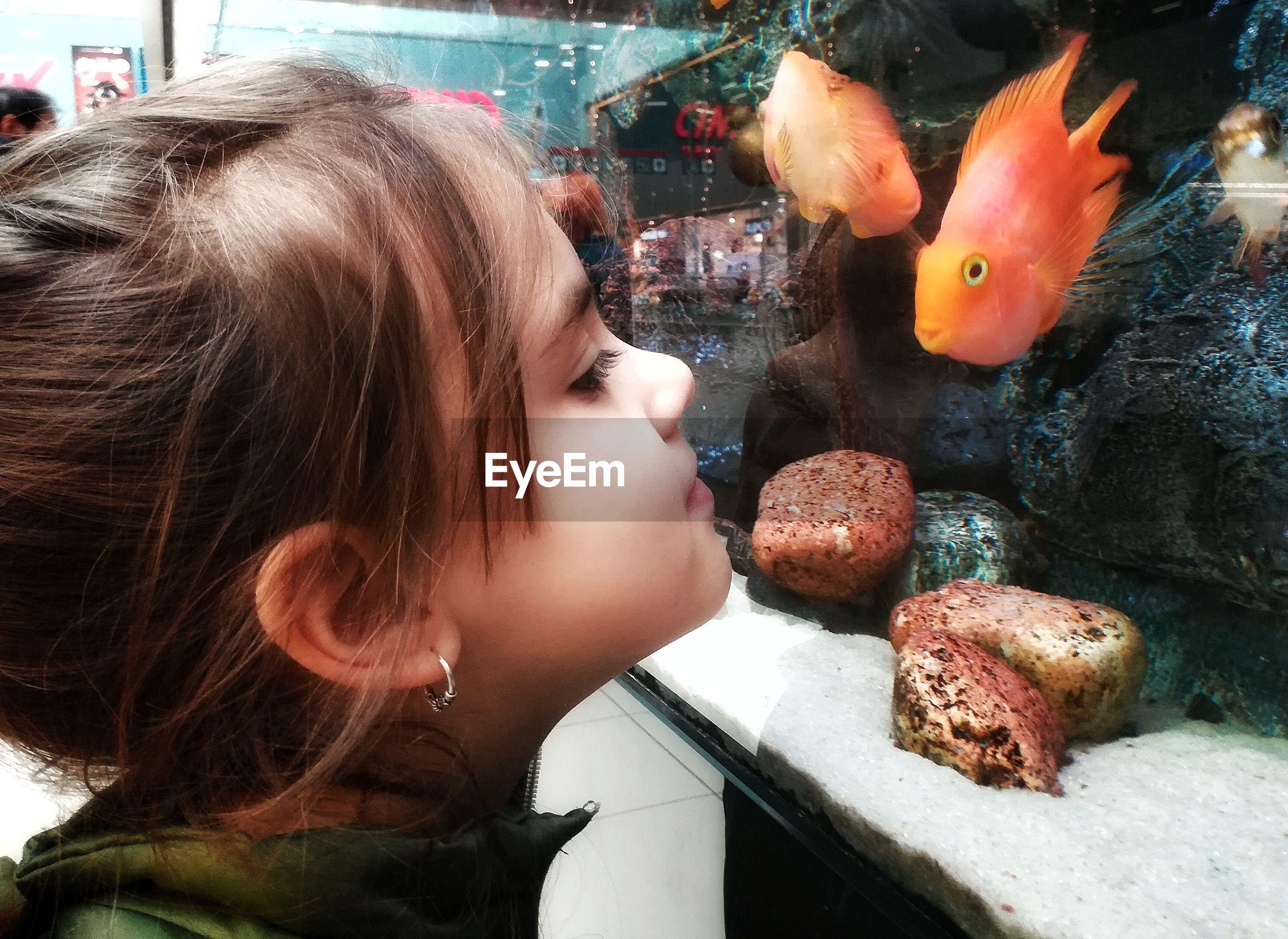 CLOSE-UP OF GIRL LOOKING AT WATER