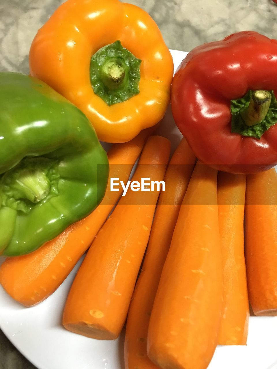 yellow bell pepper, bell pepper, vegetable, red bell pepper, food and drink, freshness, still life, green bell pepper, healthy eating, food, pepper - vegetable, raw food, no people, high angle view, variation, close-up, red, green color, indoors, day