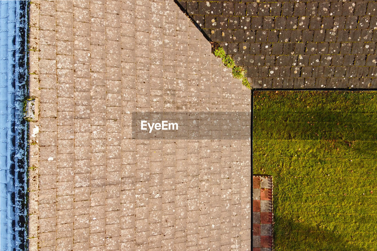 architecture, built structure, no people, day, building, building exterior, pattern, full frame, brown, wall - building feature, outdoors, nature, brick, wood - material, textured, brick wall, wall, backgrounds, plant, grass