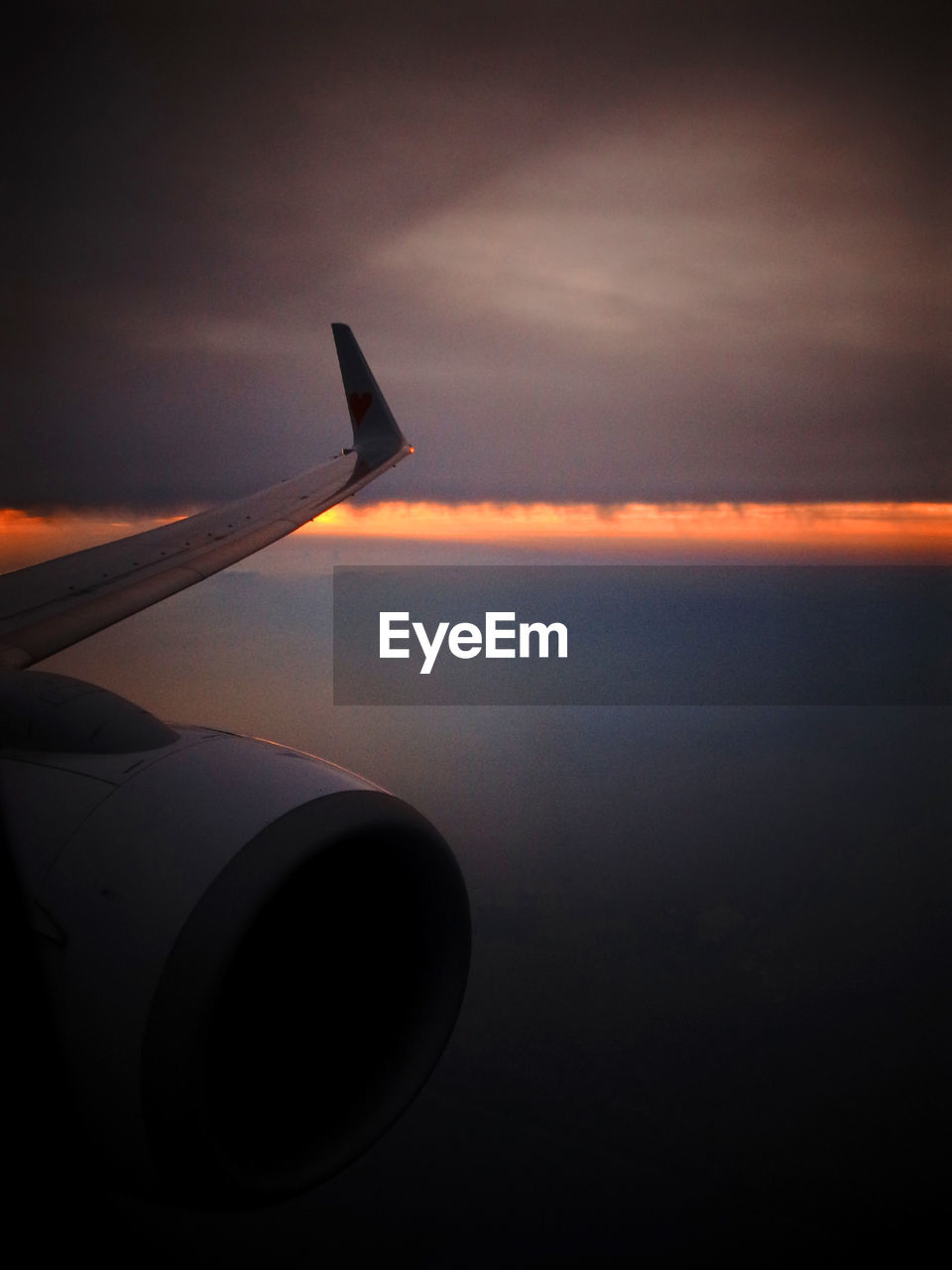 airplane, transportation, journey, sunset, aerial view, sky, air vehicle, flying, aircraft wing, nature, travel, mode of transport, airplane wing, scenics, cloud - sky, mid-air, no people, jet engine, beauty in nature, tranquil scene, sea, tranquility, outdoors, landscape, horizon over water, water, close-up, day