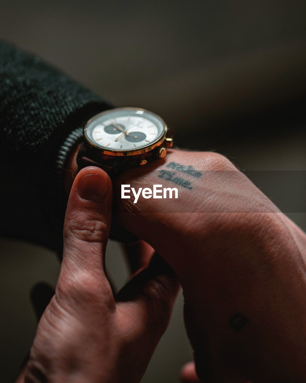 human hand, hand, human body part, real people, one person, watch, wristwatch, time, body part, instrument of time, indoors, personal perspective, men, lifestyles, close-up, human finger, leisure activity, day, pocket watch, finger, clock, human limb, checking the time, personal accessory