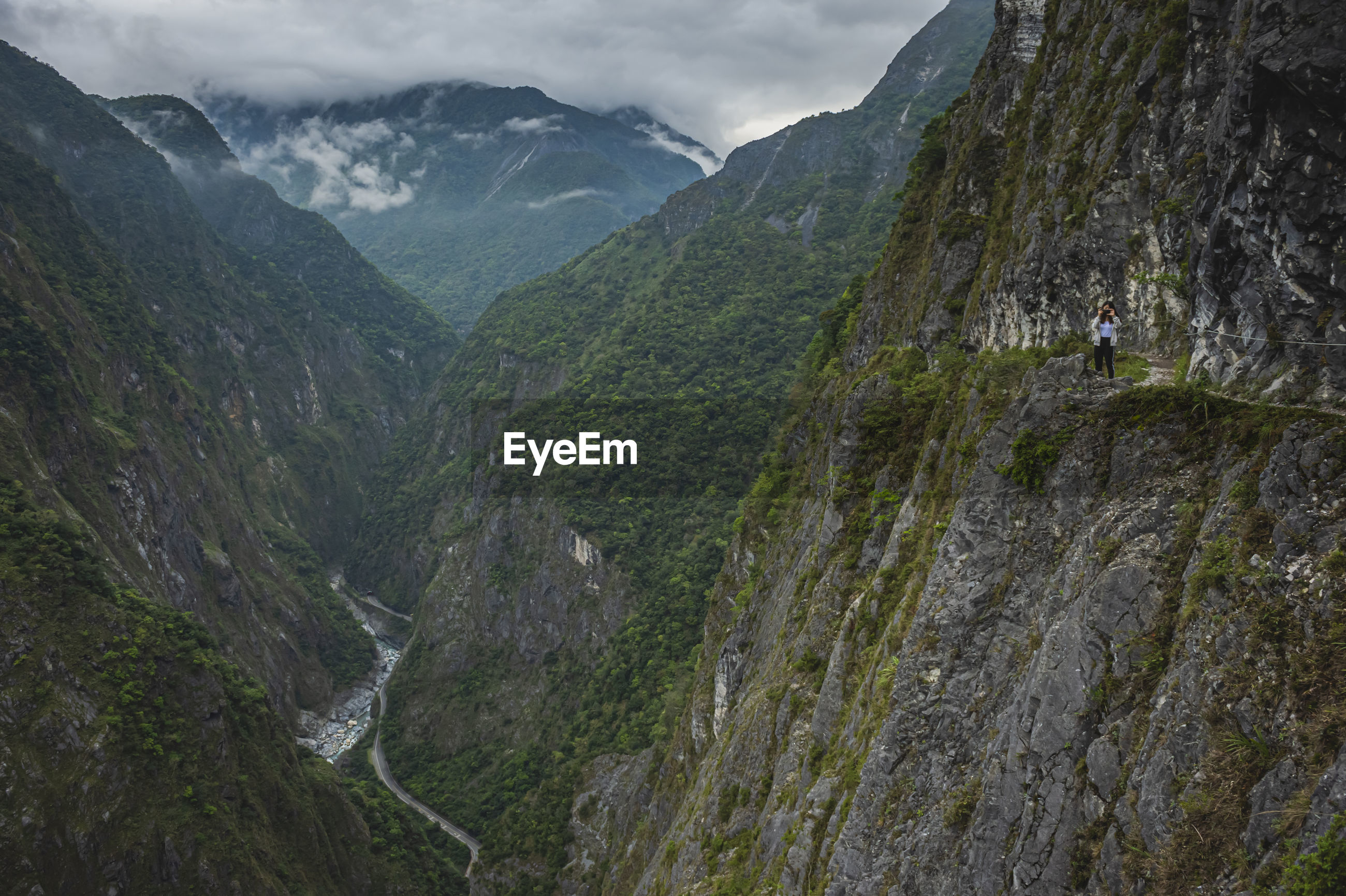 SCENIC VIEW OF VALLEY