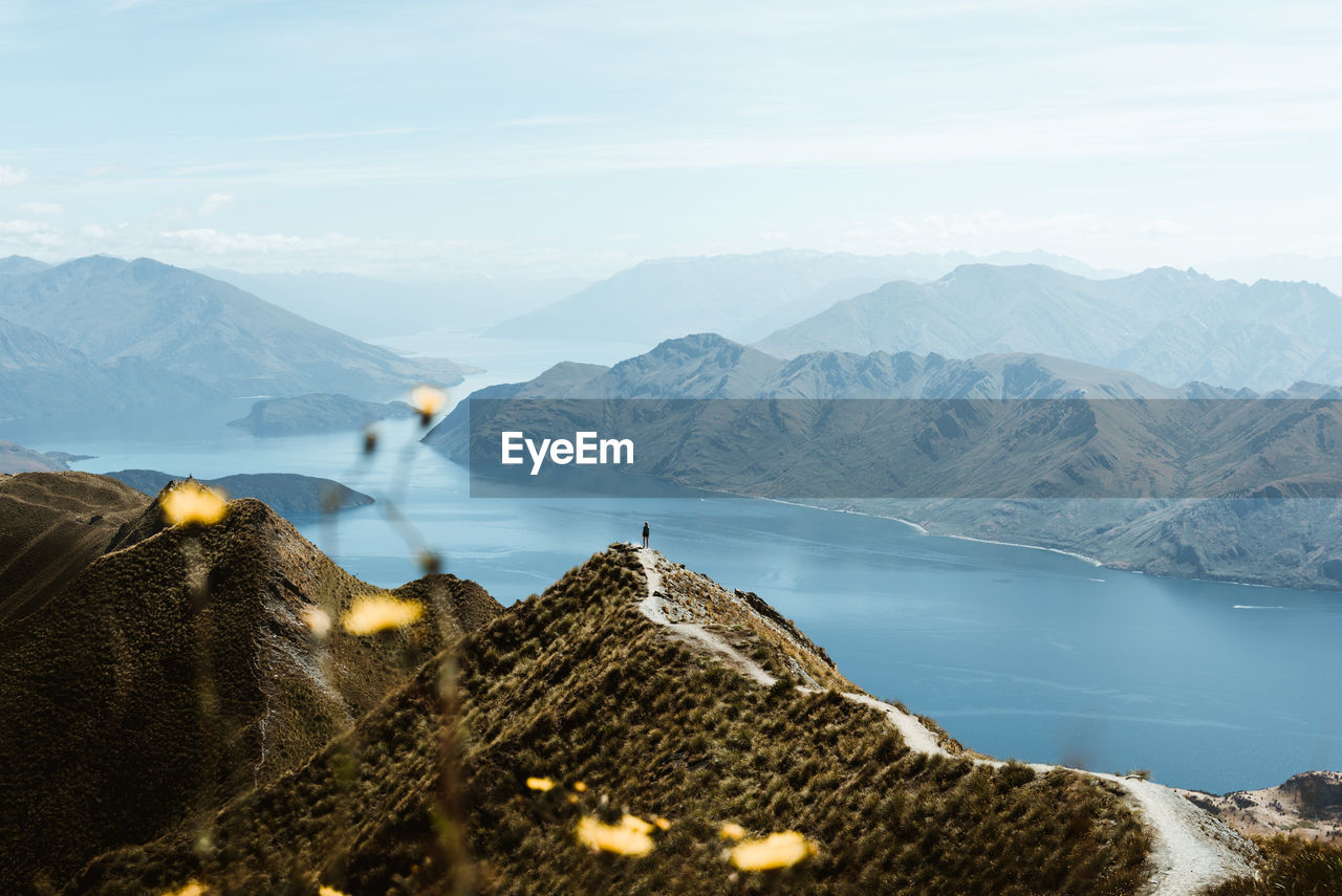 PANORAMIC VIEW OF MOUNTAINS AND SEA AGAINST SKY