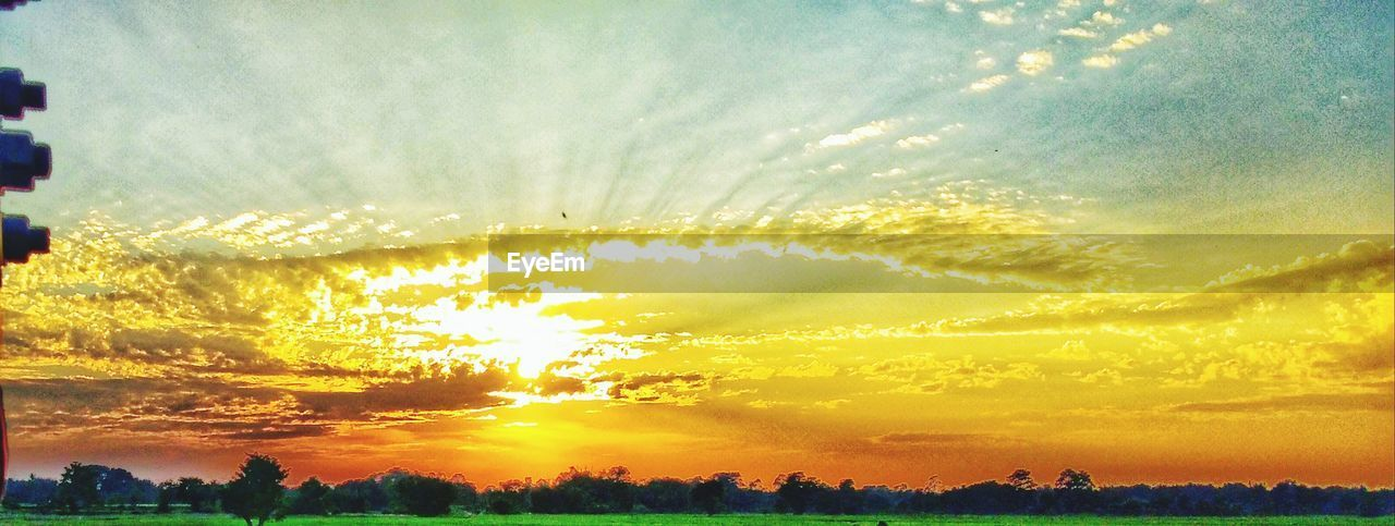sunset, sky, beauty in nature, sun, nature, sunbeam, scenics, outdoors, sunlight, no people, cityscape, city, day