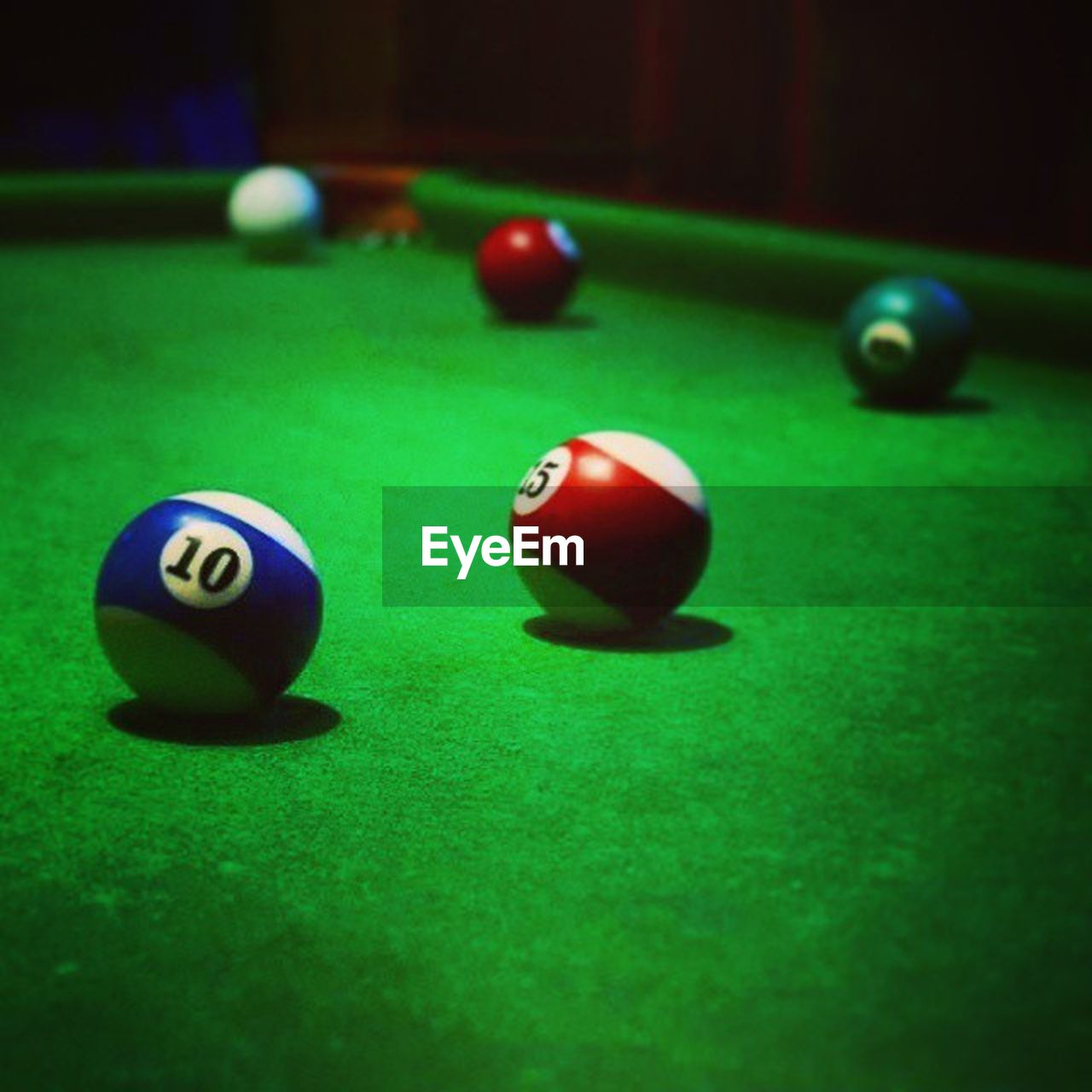 pool ball, sport, pool table, pool - cue sport, indoors, green color, no people, multi colored, snooker, snooker ball, close-up, pool cue, day