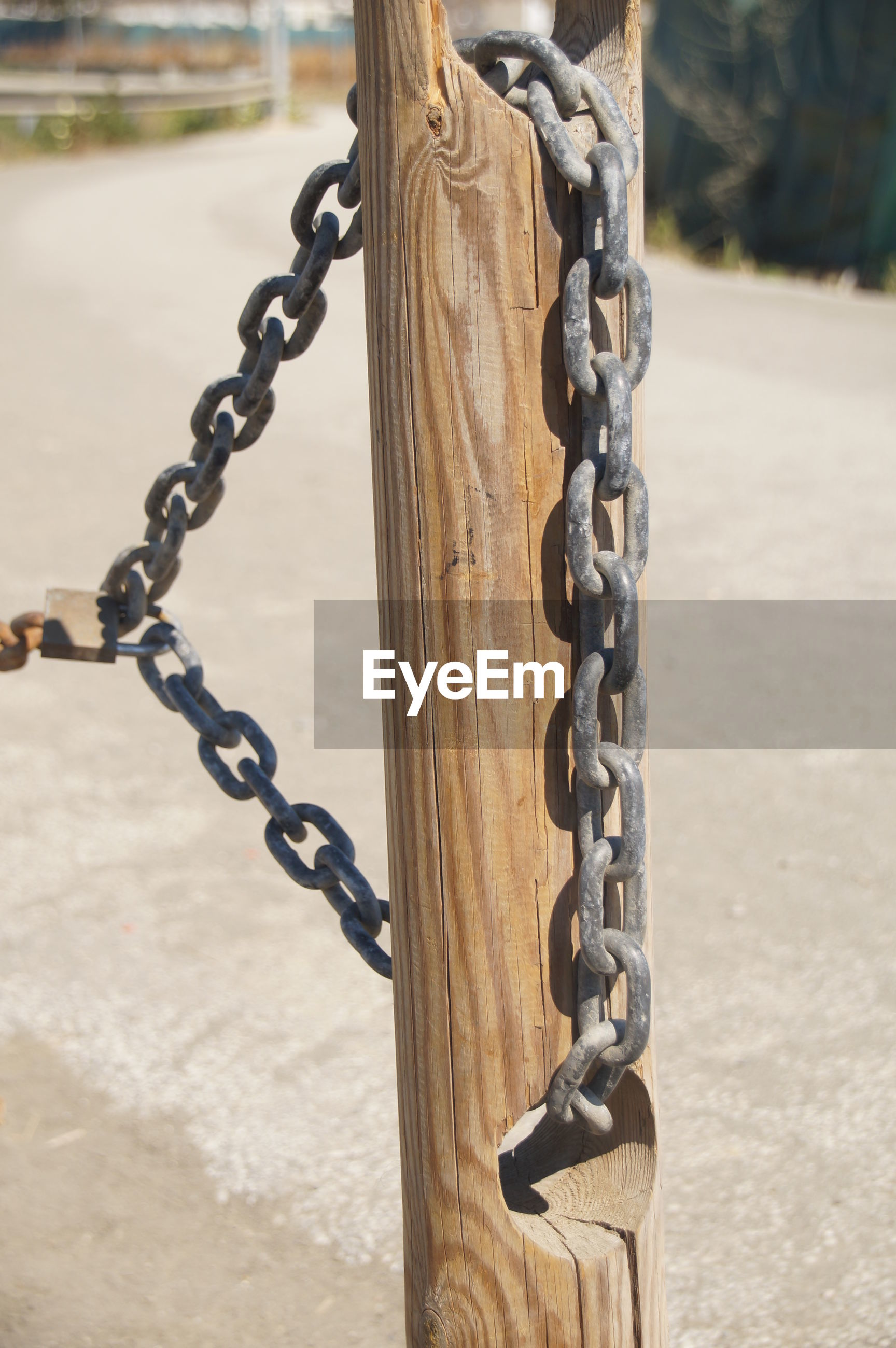 CLOSE-UP OF CHAIN HANGING ON SWING