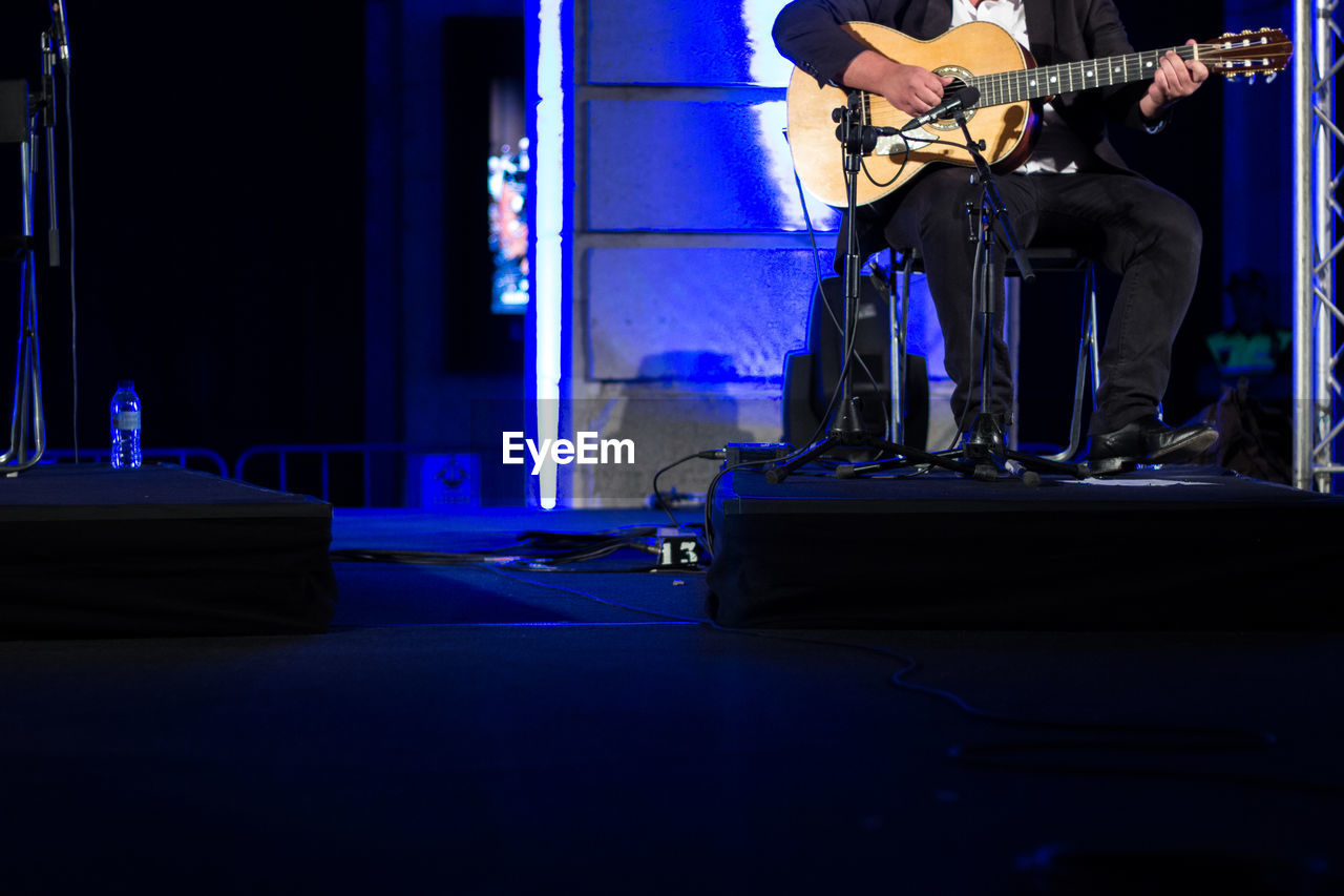 musical instrument, music, musician, musical equipment, artist, stage, real people, stage - performance space, playing, arts culture and entertainment, guitar, occupation, performance, one person, rock music, event, standing, string instrument, guitarist, men, skill, nightlife, entertainment occupation, electric guitar, concert, amplifier, popular music concert