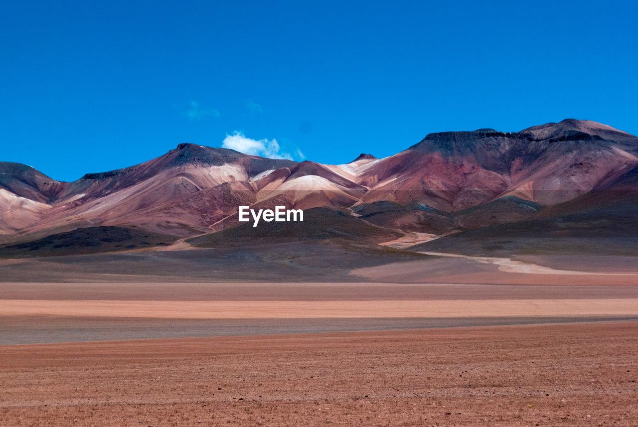 SCENIC VIEW OF MOUNTAIN RANGE IN DESERT