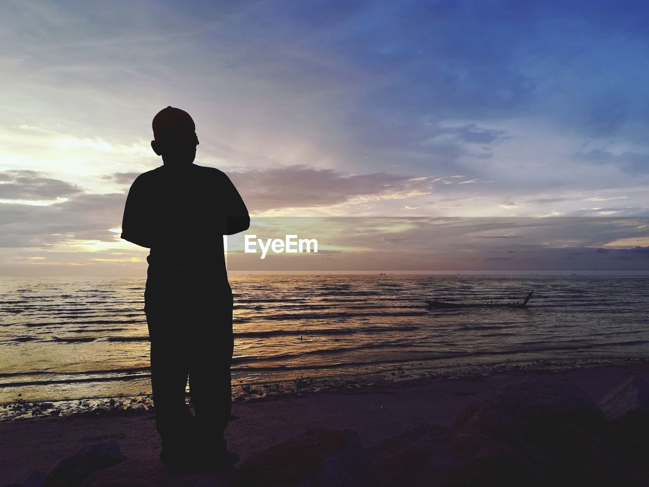 sea, sunset, beach, silhouette, beauty in nature, nature, water, horizon over water, scenics, tranquil scene, one person, sky, standing, tranquility, men, real people, cloud - sky, sand, full length, outdoors, lifestyles, wave, one man only, day, adult, people