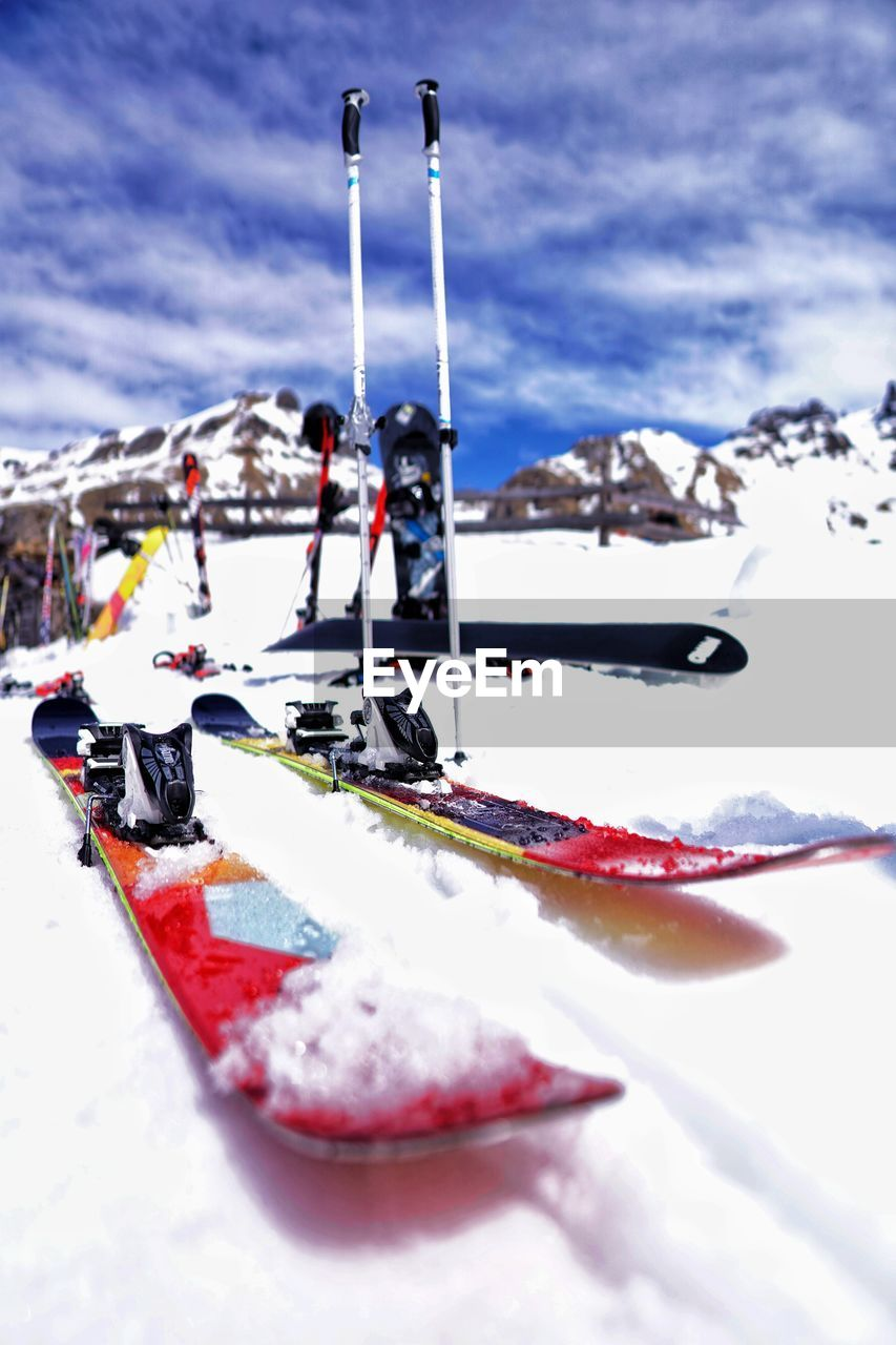 snow, winter, cold temperature, sport, winter sport, nature, mountain, day, skiing, competition, leisure activity, real people, adventure, extreme sports, sky, ski pole, beauty in nature, outdoors, people