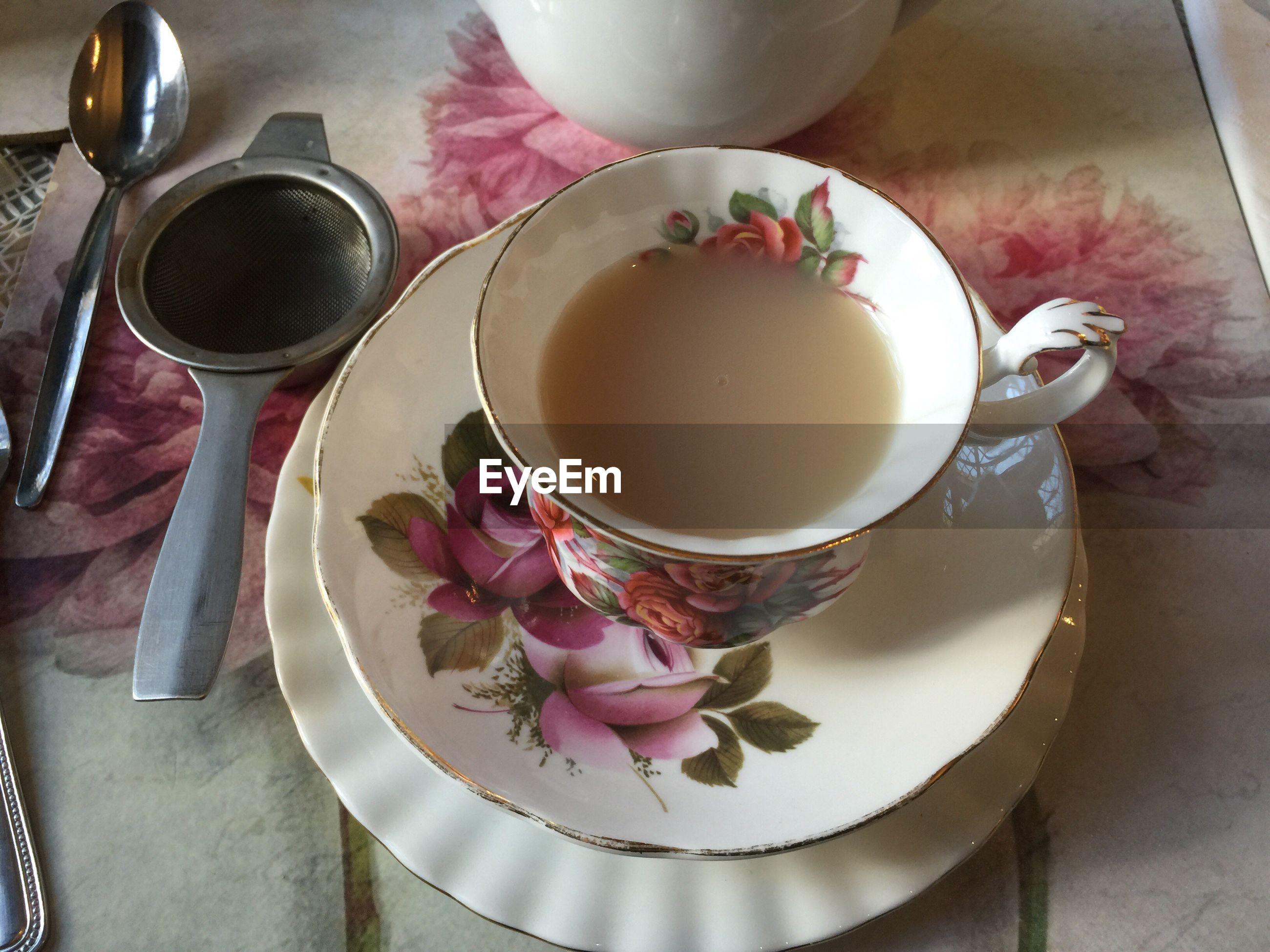 HIGH ANGLE VIEW OF COFFEE CUP AND TEA