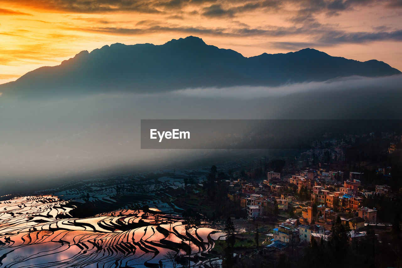 AERIAL VIEW OF MOUNTAINS AGAINST SKY