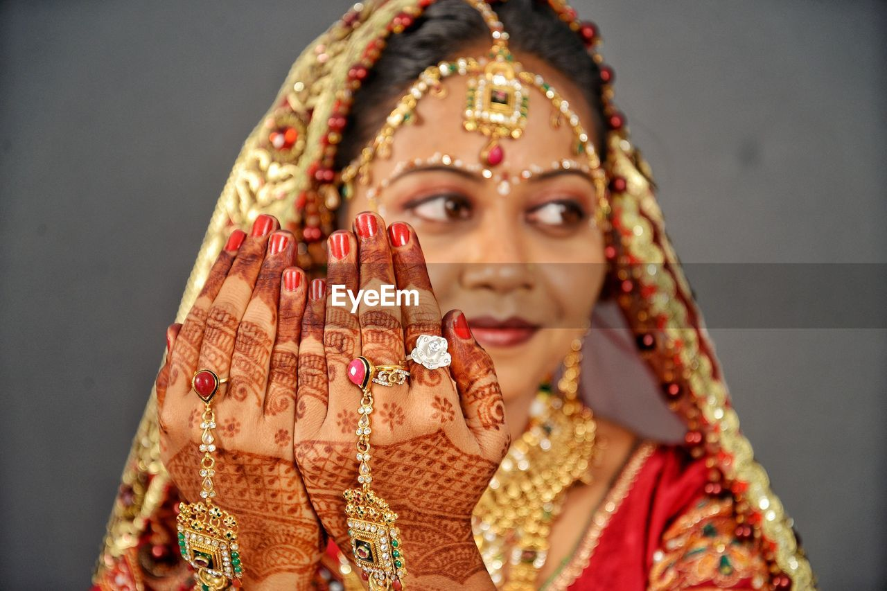 one person, indoors, celebration, traditional clothing, jewelry, young adult, front view, portrait, focus on foreground, religion, young women, adult, women, lifestyles, art and craft, beauty, beautiful woman