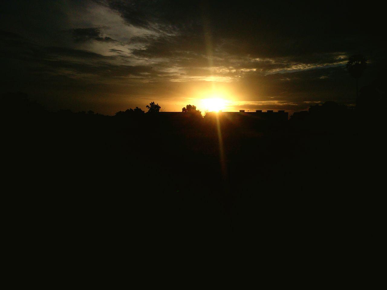 sunset, silhouette, sun, dark, nature, no people, sky, beauty in nature, scenics, outdoors