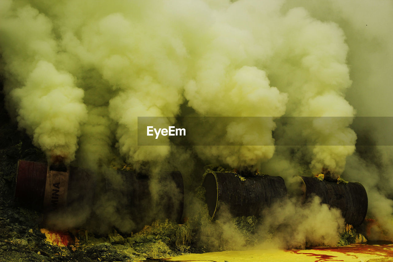 smoke - physical structure, environmental issues, pollution, environment, air pollution, day, emitting, factory, nature, industry, no people, environmental damage, building exterior, smoke stack, heat - temperature, outdoors, sky, destruction, steam train, burning