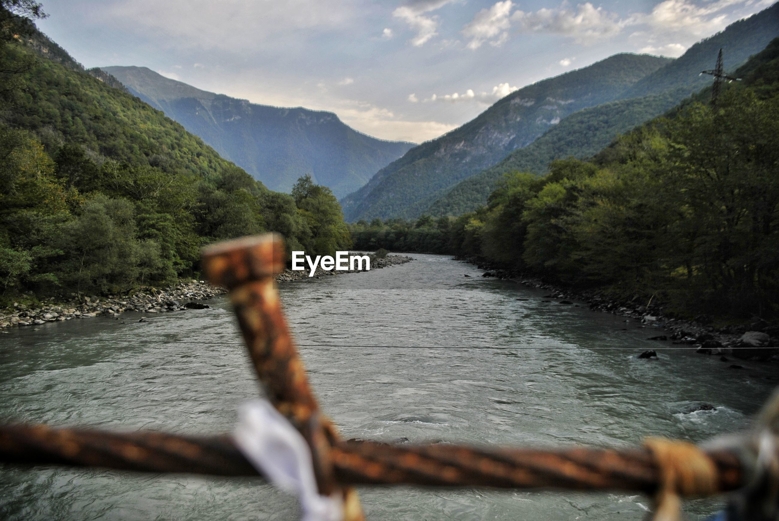 SCENIC VIEW OF RIVER AGAINST MOUNTAINS