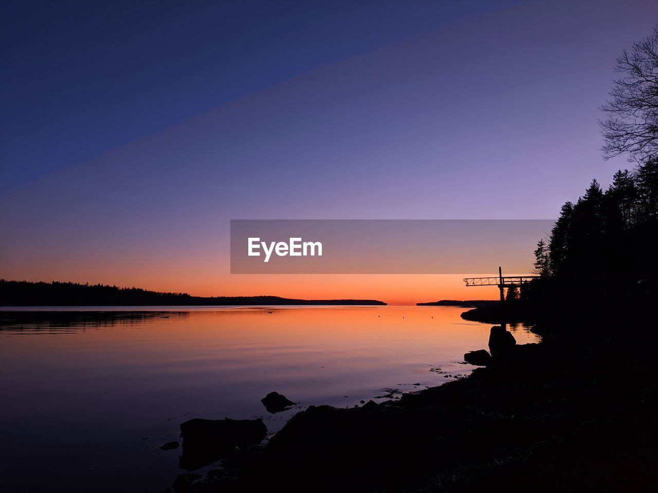 sky, water, sunset, silhouette, beauty in nature, scenics - nature, orange color, tranquil scene, tranquility, nature, lake, tree, idyllic, plant, copy space, non-urban scene, reflection, no people, outdoors