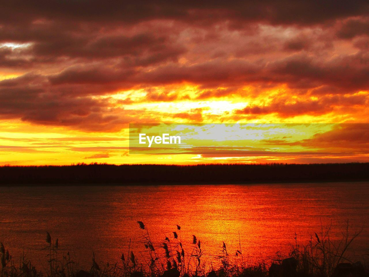 sunset, sky, cloud - sky, water, beauty in nature, scenics - nature, orange color, tranquility, tranquil scene, idyllic, silhouette, nature, no people, reflection, lake, non-urban scene, majestic, awe, romantic sky
