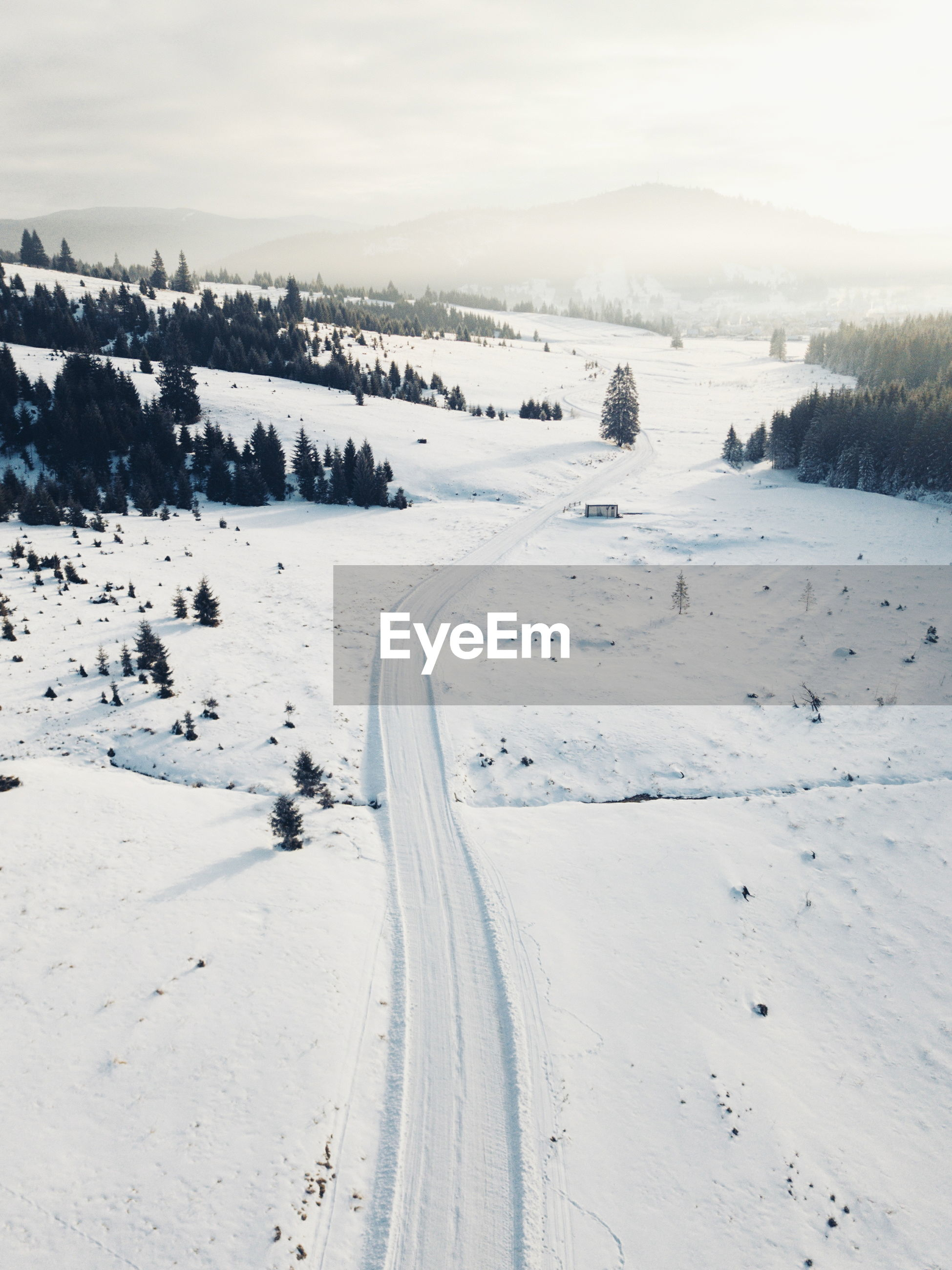 SCENIC VIEW OF SNOW LANDSCAPE AGAINST SKY