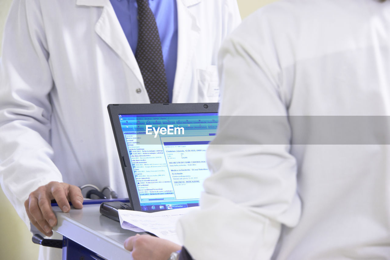 technology, wireless technology, connection, communication, occupation, digital tablet, midsection, indoors, healthcare and medicine, computer, men, clothing, doctor, lab coat, holding, screen, expertise, hospital, people, real people, responsibility