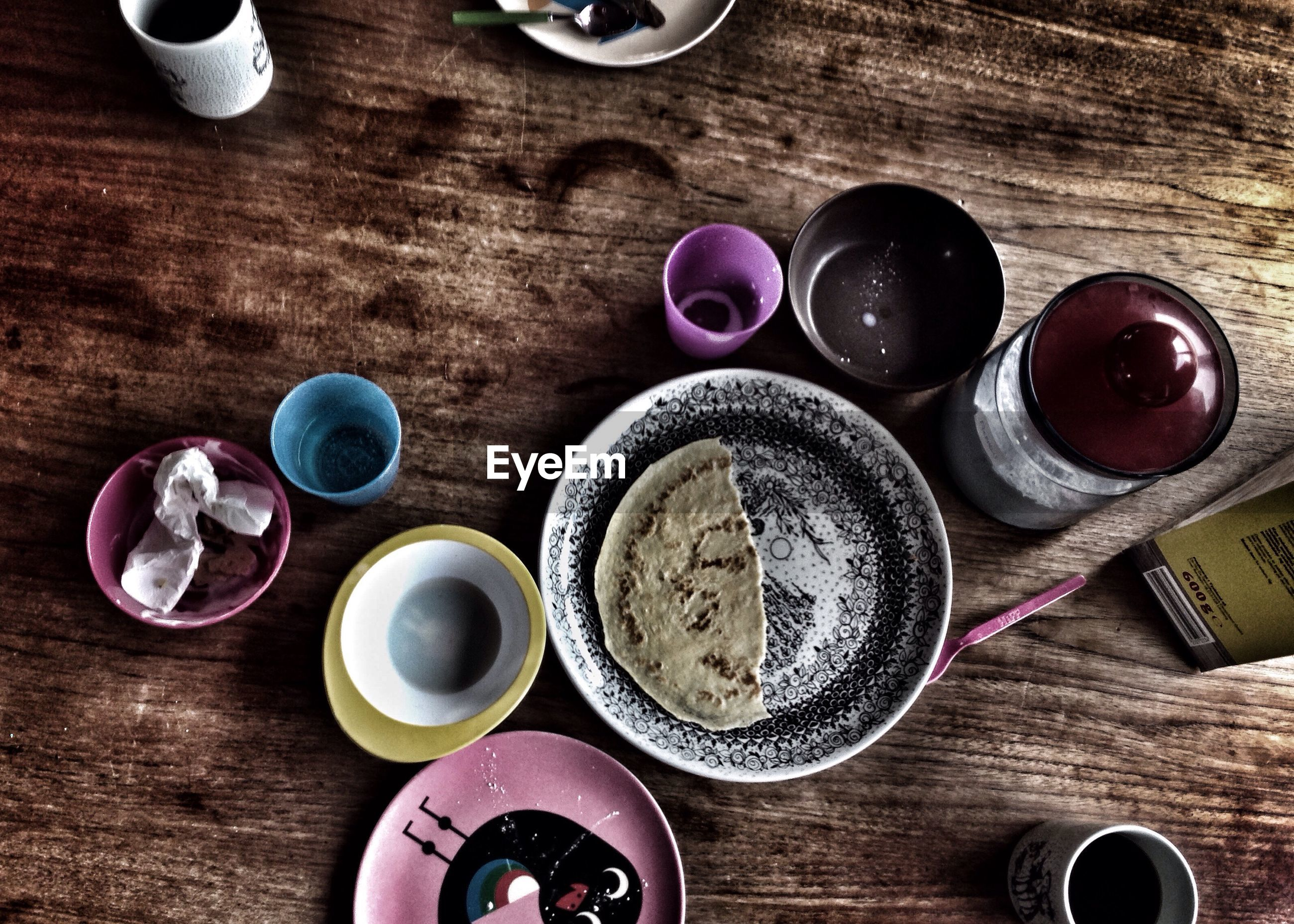 HIGH ANGLE VIEW OF FOOD ON TABLE AT KITCHEN