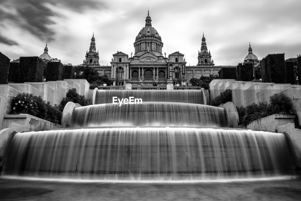 architecture, built structure, building exterior, sky, travel destinations, building, travel, nature, water, tourism, fountain, history, dome, waterfront, the past, motion, cloud - sky, no people, city, outdoors, government, flowing water, flowing, spire