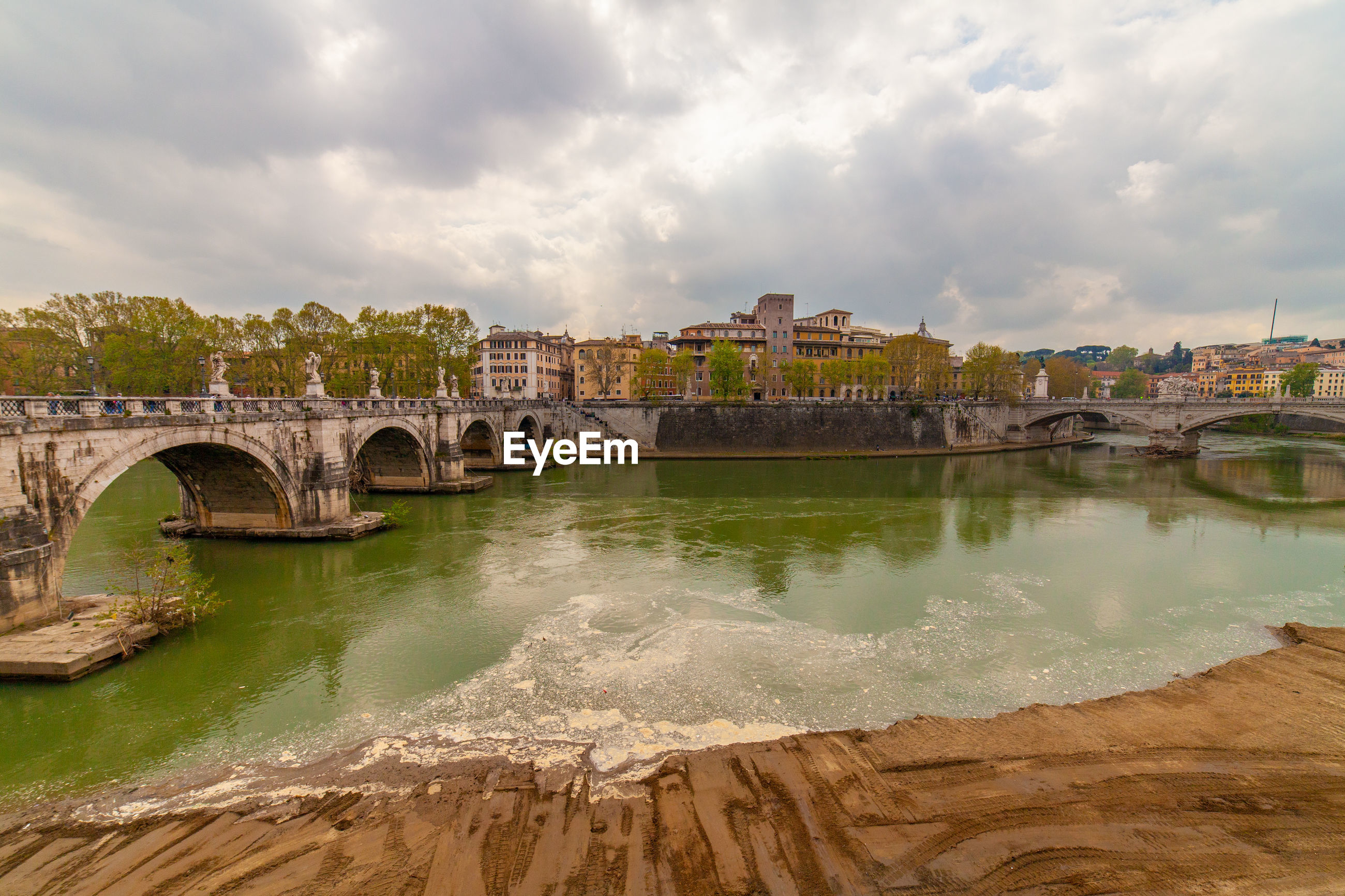 Scenic view of river tevere from ponte sant'angelo, rome, italy