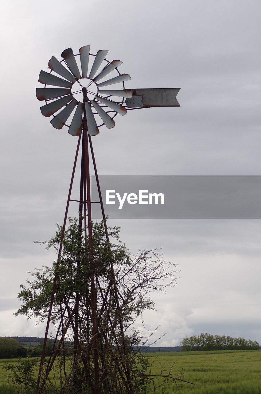 windmill, wind power, wind turbine, alternative energy, renewable energy, environmental conservation, fuel and power generation, traditional windmill, rural scene, sky, field, cloud - sky, outdoors, day, no people, industrial windmill, nature, low angle view, tree, beauty in nature
