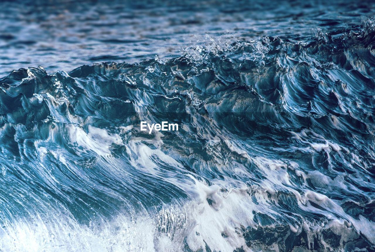 Full Frame Shot Of Water Flowing In Sea