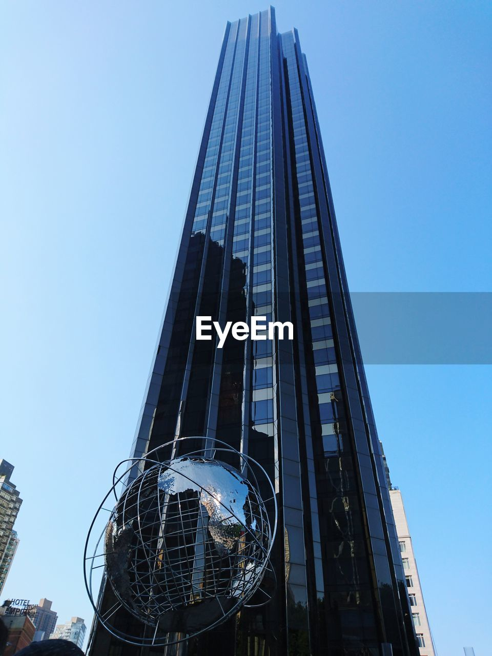 architecture, low angle view, built structure, skyscraper, building exterior, clear sky, modern, day, city, outdoors, no people, sky