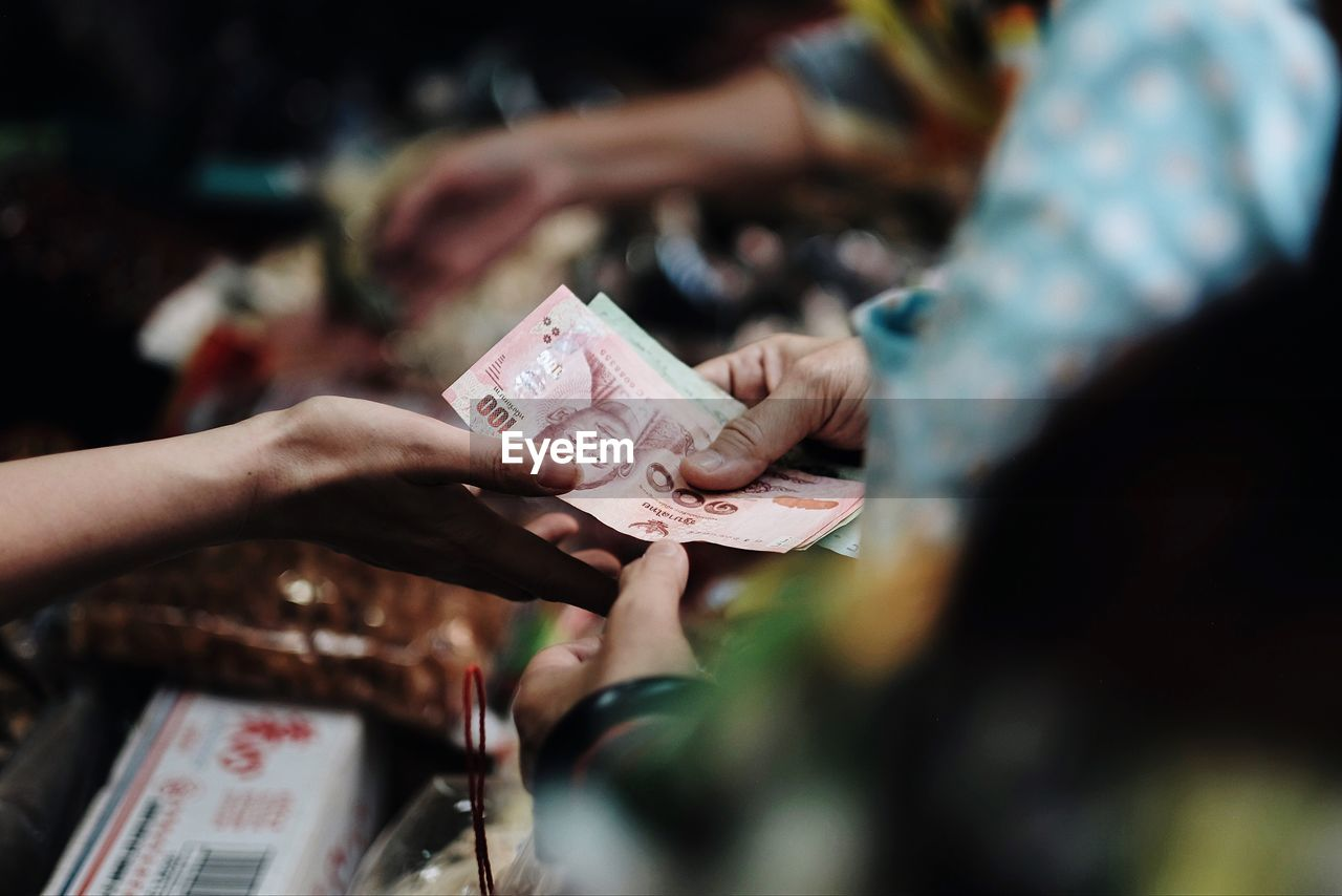 holding, human hand, currency, paper currency, selective focus, hand, real people, finance, human body part, people, women, business, lifestyles, leisure activity, wealth, paper, adult, body part, two people, finger, luxury