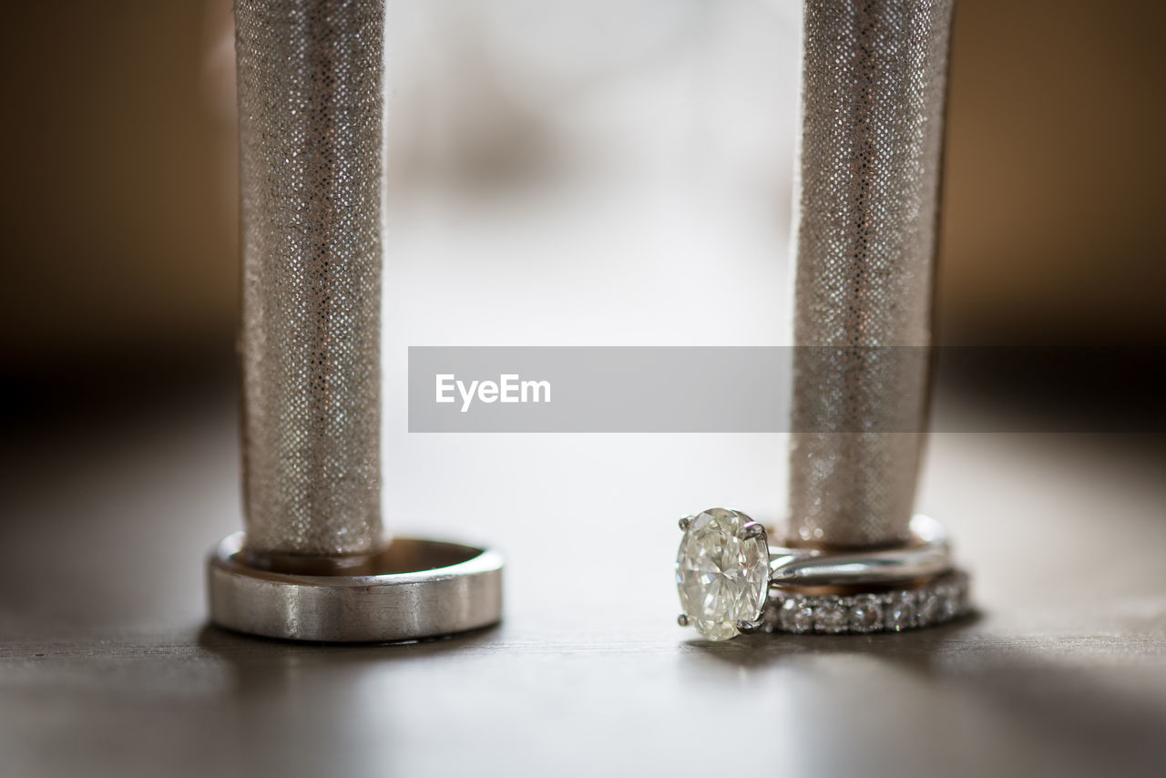 CLOSE-UP OF METAL TABLE ON PLATE
