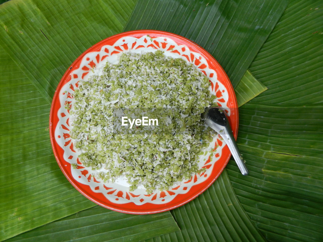 food and drink, food, leaf, green color, freshness, plant part, wellbeing, healthy eating, close-up, directly above, high angle view, bowl, no people, ready-to-eat, still life, leaves, indoors, table, red, meal