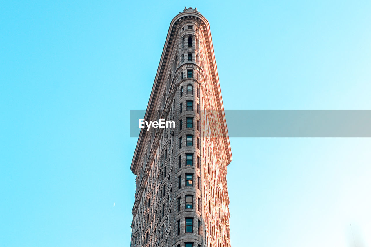 architecture, built structure, sky, low angle view, clear sky, building exterior, blue, tall - high, no people, day, nature, copy space, history, the past, building, tower, outdoors, travel destinations, tourism, travel, office building exterior, skyscraper
