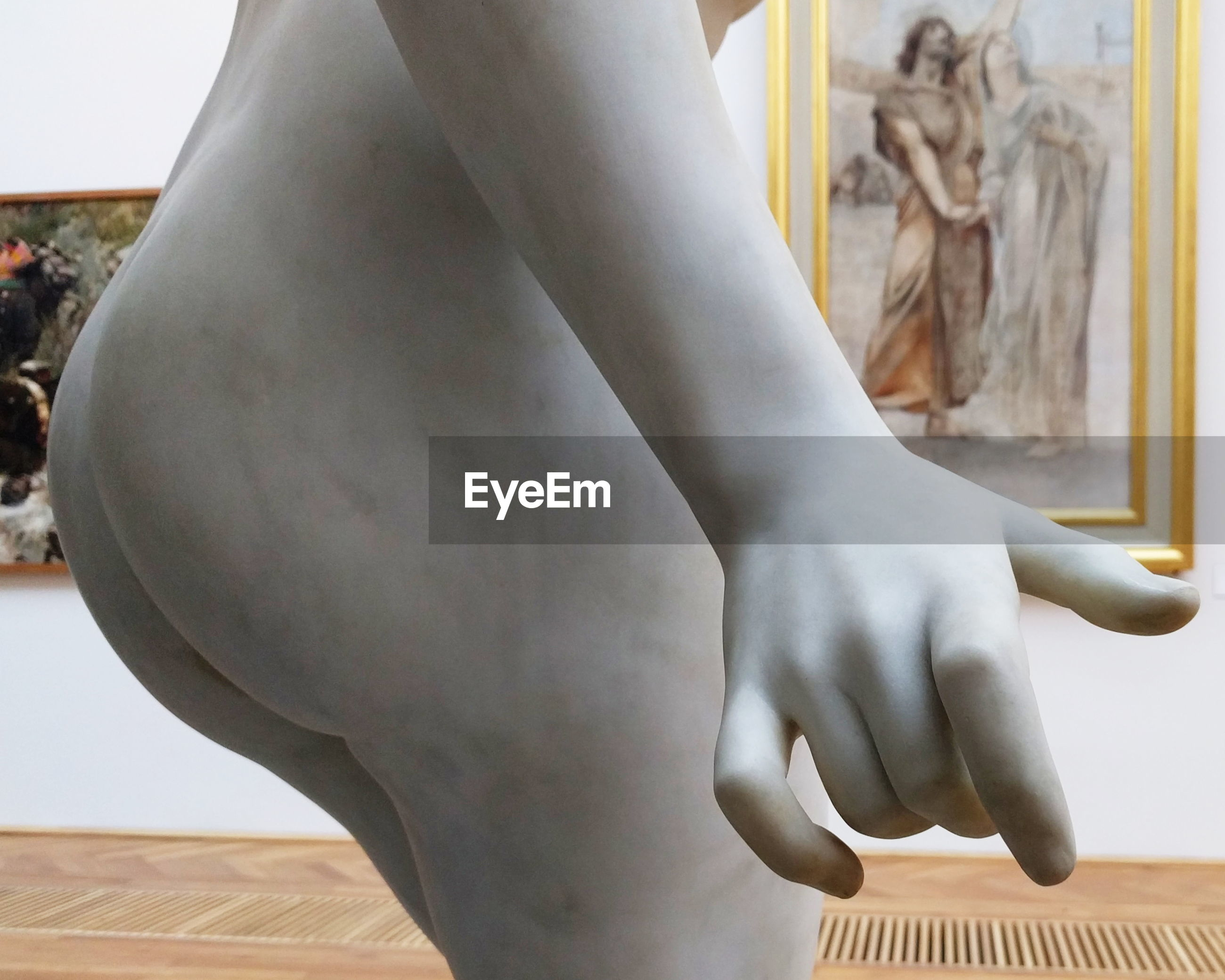 statue, human representation, sculpture, indoors, one person, close-up, human body part, real people, day, human hand, people