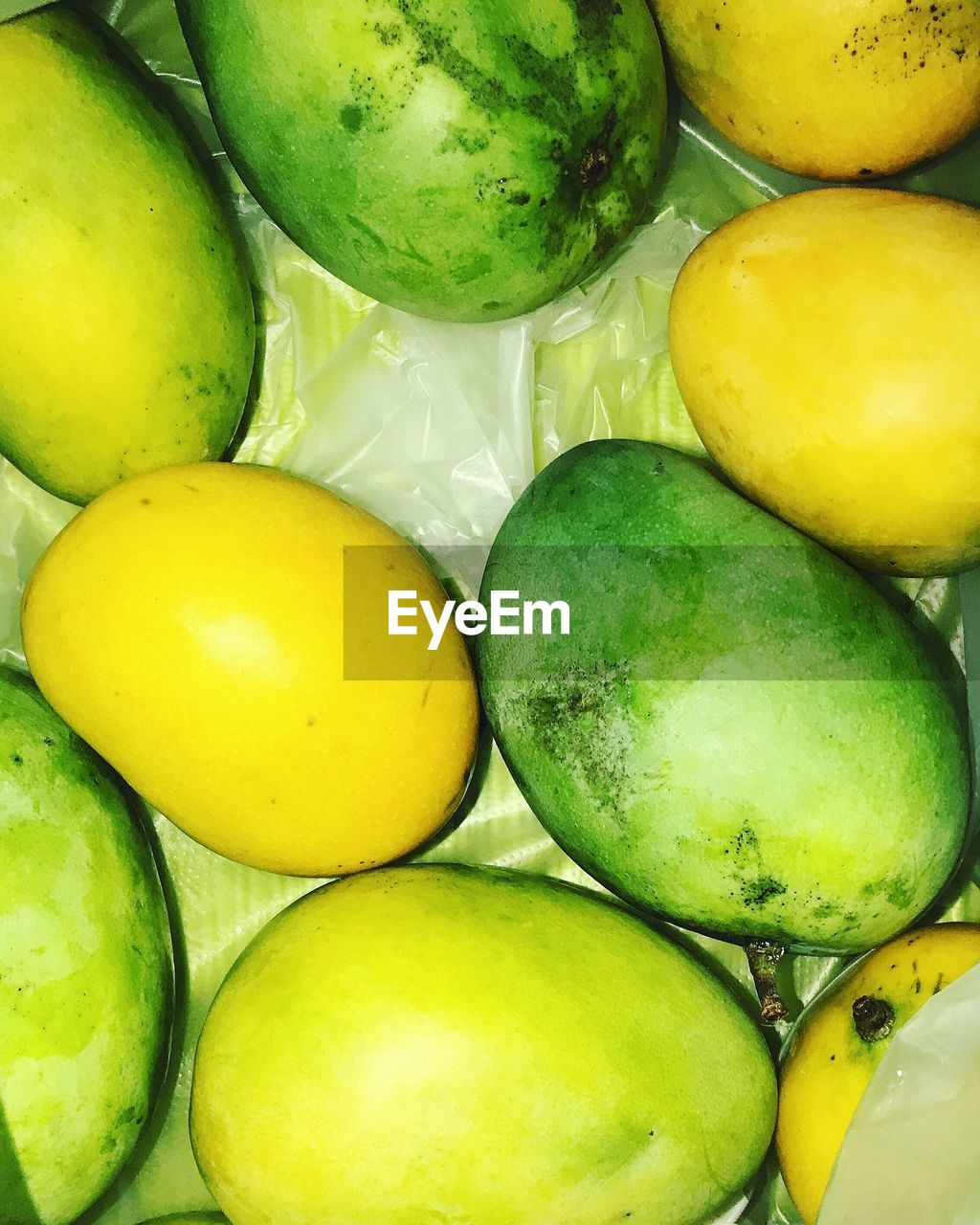 fruit, healthy eating, green color, food and drink, food, close-up, no people, yellow, full frame, mango, freshness, indoors, day